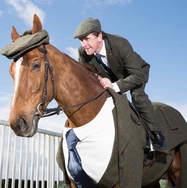 VIDEO-Un-costume-trois-pieces-pour-cheval-!_photo_a_la_une